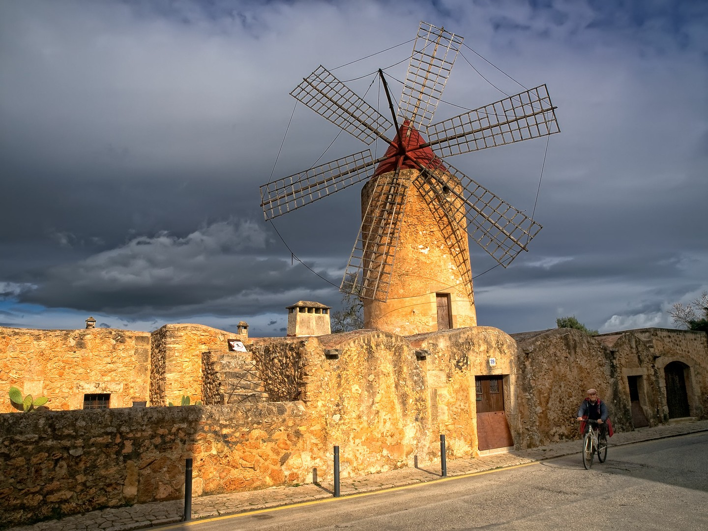 Self drive Tour: Charming Villages, Legends and Windmills