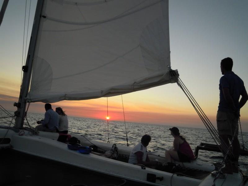 Catamaran puesta de sol