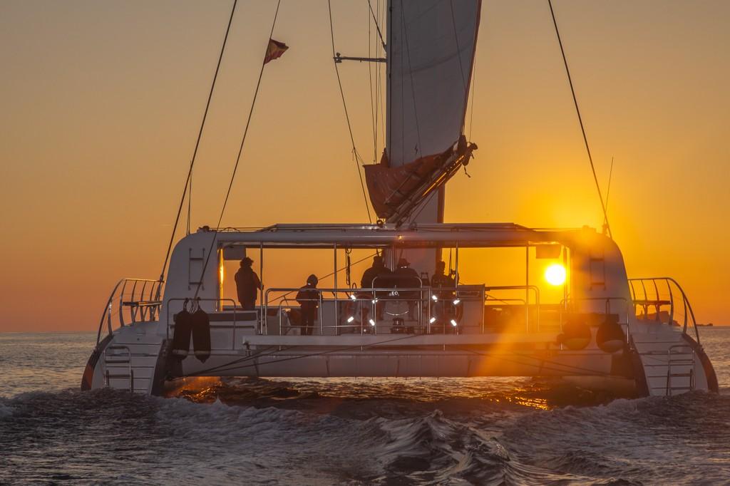 Puesta del sol en catamarán