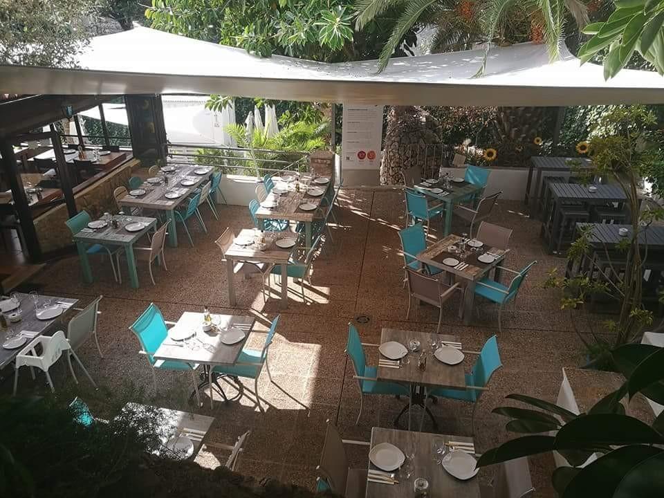 Terraza exterior del Restaurante Ses Coves de Génova