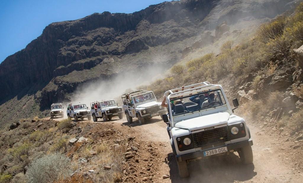 Jeep cabriolets exploring Fuerteventura