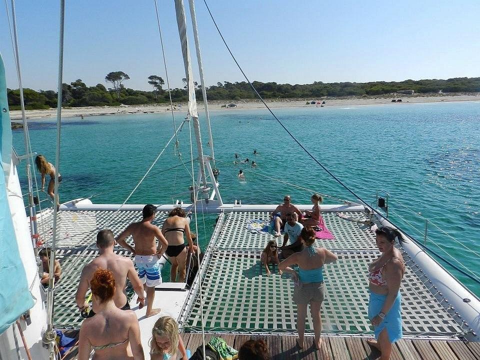 Excursion in a catamaran
