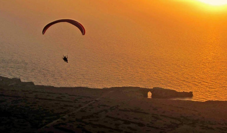 Tandem paragliding experience at sun set time