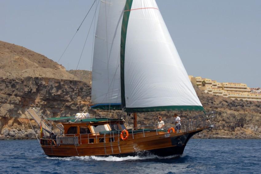 VIP sailing Paradise schooner