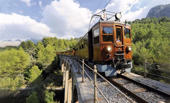 Island Tour Soller Train