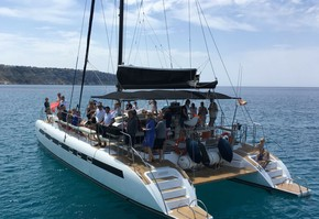 9-hour excursion catamaran in the Bay of Palma exclusive up to 45 persons