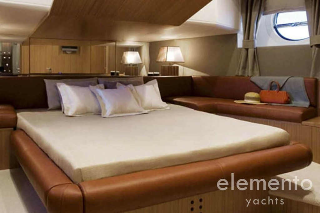 Yachtcharter auf Ibiza: Aicon 90 VIP Kabine.