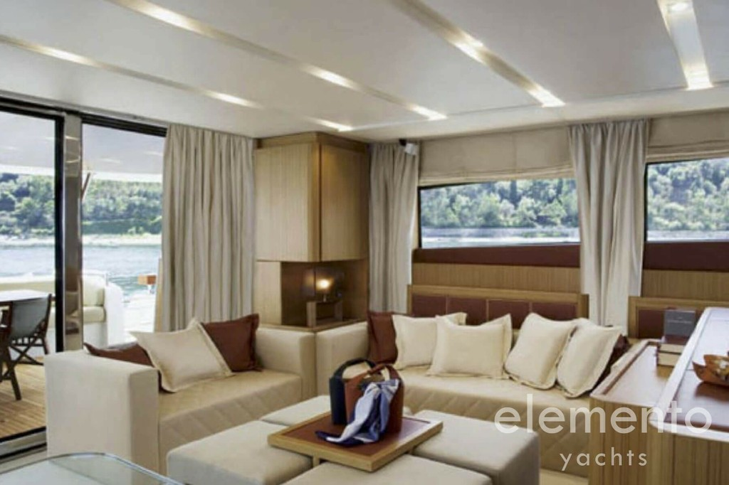 Yacht Charter in Ibiza: Aicon 90 salon.