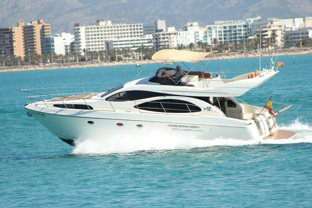 evolution 2000 Yachts Charter In