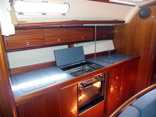 41 2004 Roses Yachts