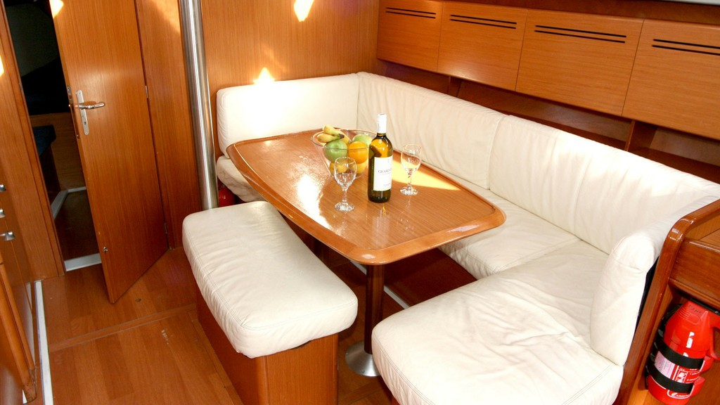 Cyclades 43.3 2005 First Class Sailing