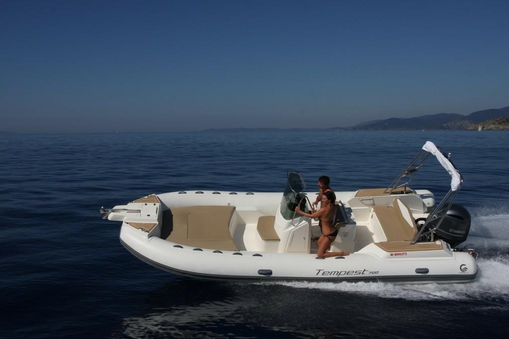 Capelli Tempest 700 2018 Nautic Fun Menorca