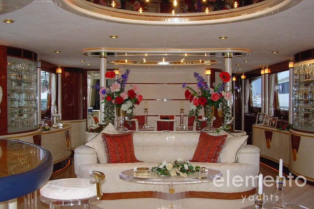 Yacht Charter in Majorca: Elegance 95 luxurious salon.