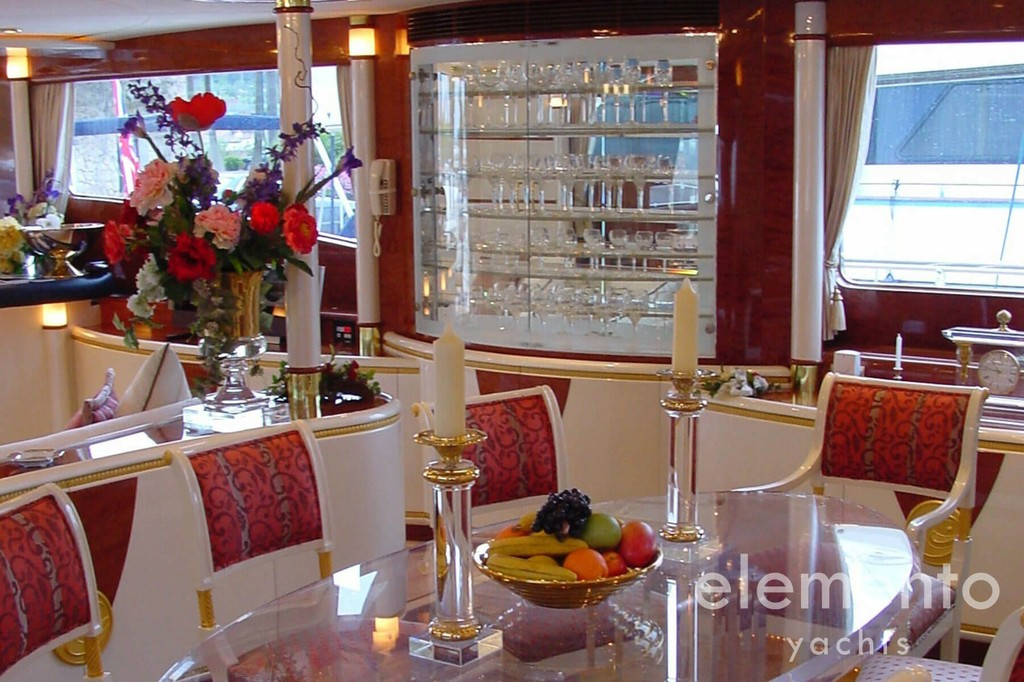 Yacht Charter in Majorca: Elegance 95 salon with classic design.
