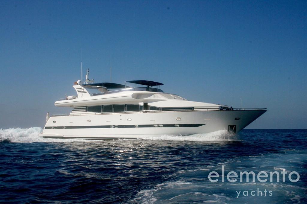 Yachtcharter auf Mallorca: Elegance 95 in Fahrt.