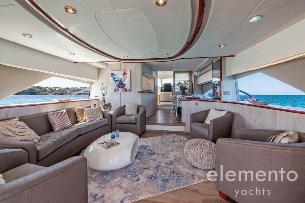 Yachtcharter auf Mallorca: Fairline Squadron 74 Salon.