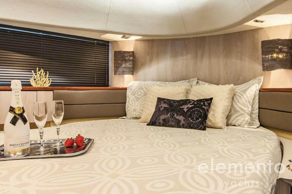 Yachtcharter auf Mallorca: Fairline Squadron 74 VIP Kabine.