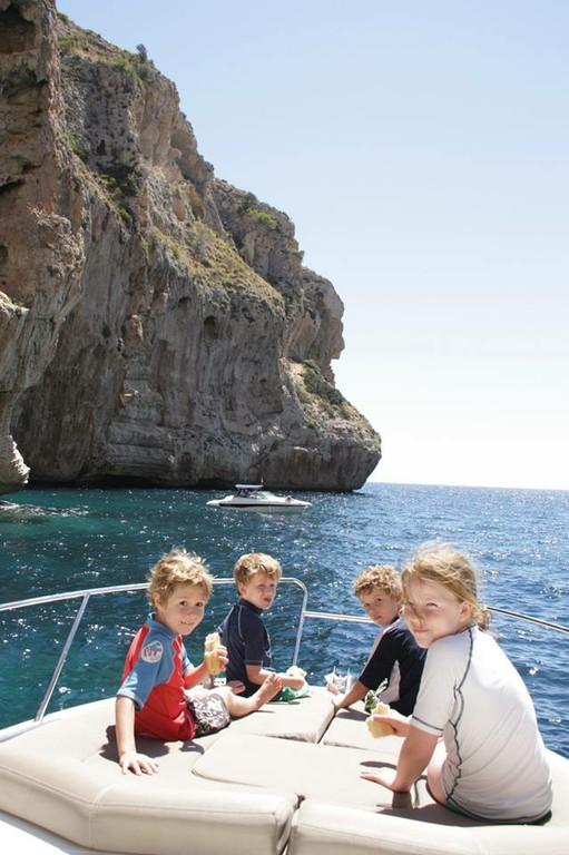 Leader 8 2010 Mallorca Charter Point