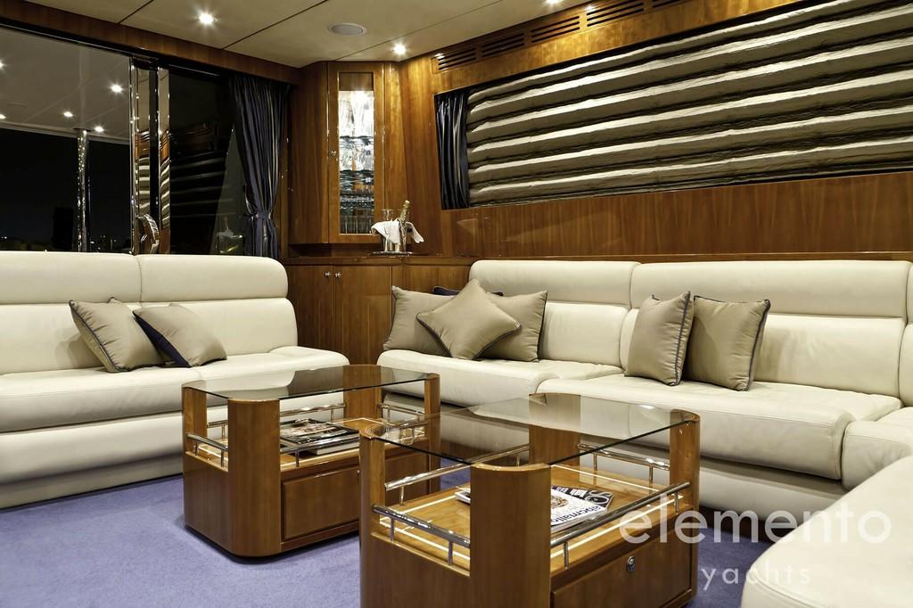 Yachtcharter auf Mallorca: Monte Fino 78 großer Salon.
