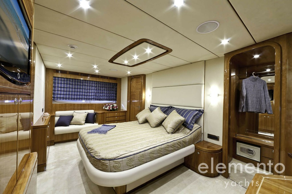 Yacht Charter in Majorca: Monte Fino 78 beautiful master cabin.