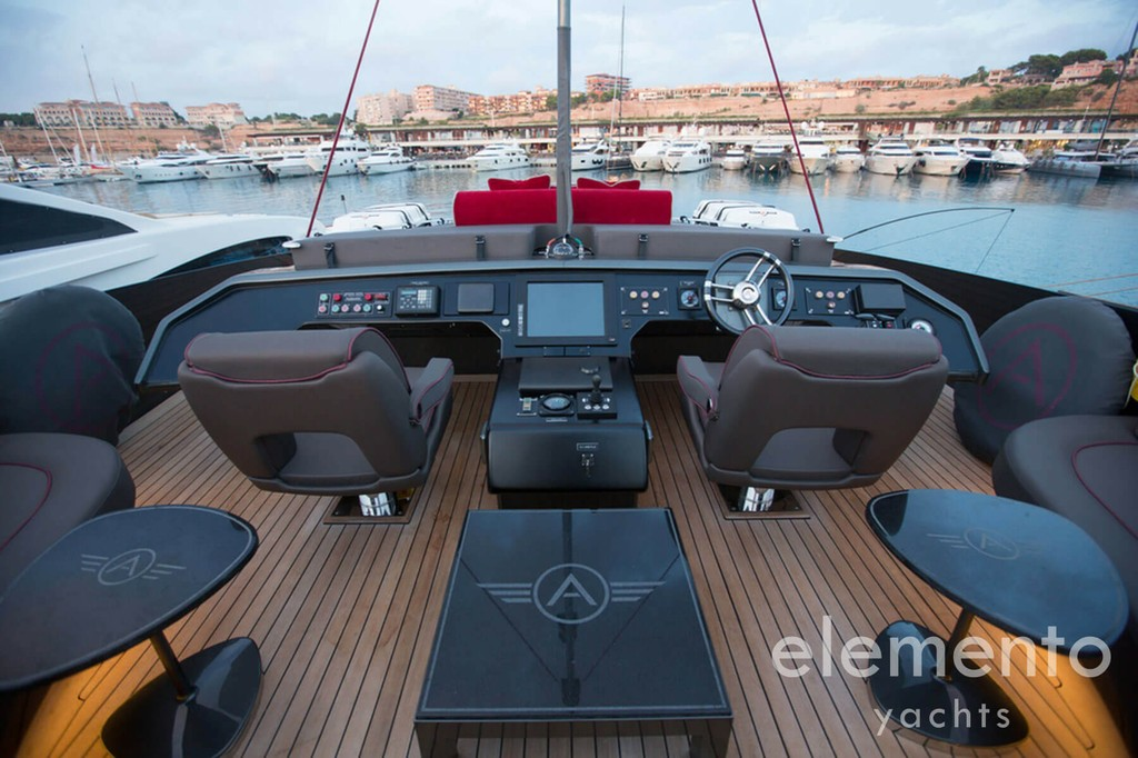 Yacht Charter in Majorca: Palmer Johnson 120 helmstation on the flybridge.