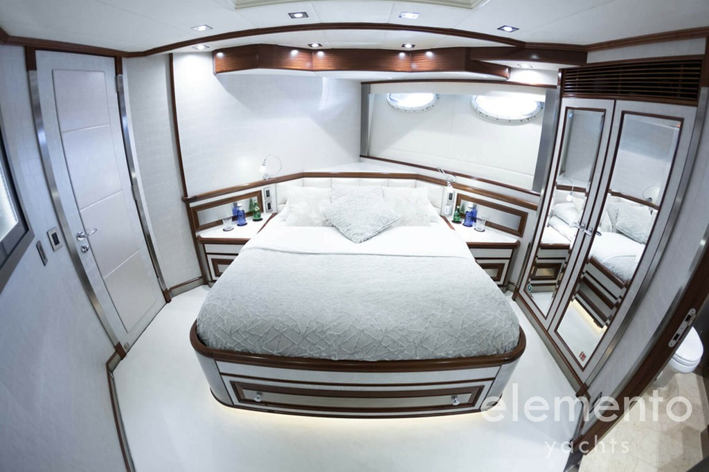 Yacht Charter in Majorca: Palmer Johnson 120 nice double cabin.