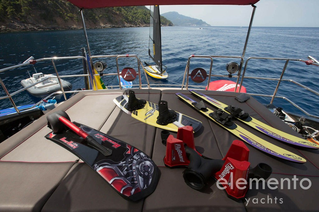 Yacht Charter in Majorca: Palmer Johnson 120 extensive water toy equipment.