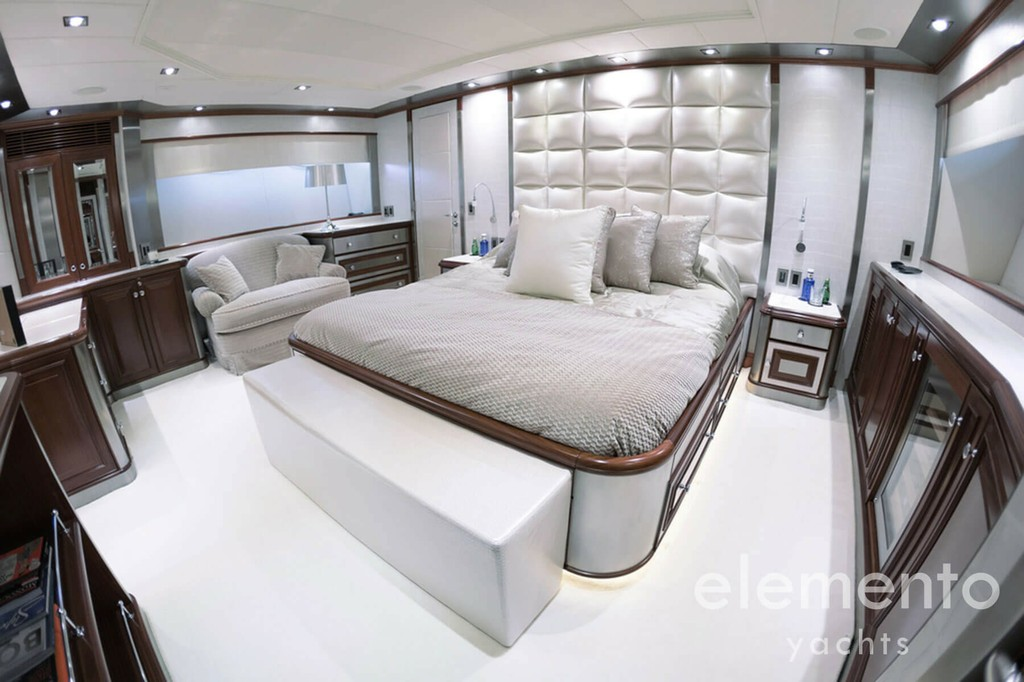 Yacht Charter in Majorca: Palmer Johnson 120 luxurious cabin with double bed.