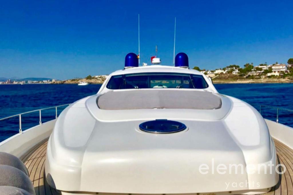 Alquiler de barcos en Mallorca: Pershing 76 zona para tomar el sol proa.