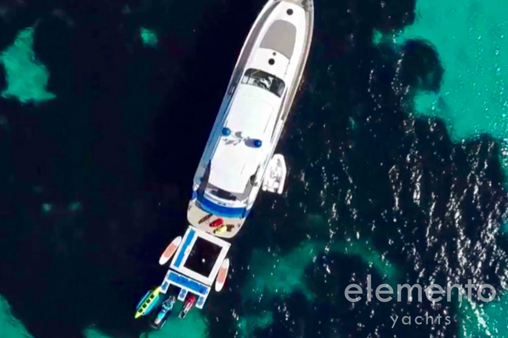 Yacht Charter in Majorca: Pershing 76 from above.
