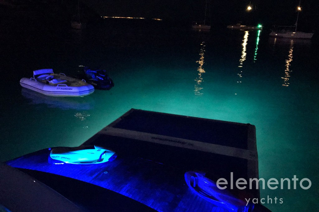 Yacht Charter in Majorca: Pershing 76 bathing platform and softdock by night.