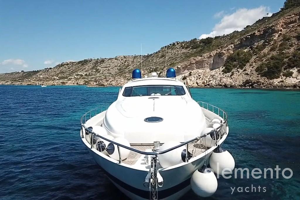 Alquiler de barcos en Mallorca: Pershing 76 el yate proa.