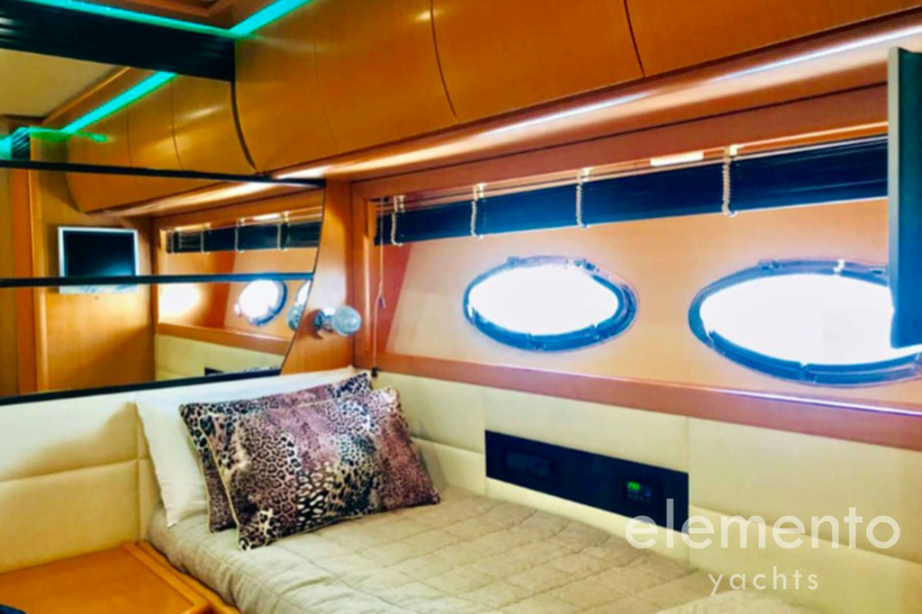 Yacht Charter in Majorca: Pershing 76 nice double cabin.