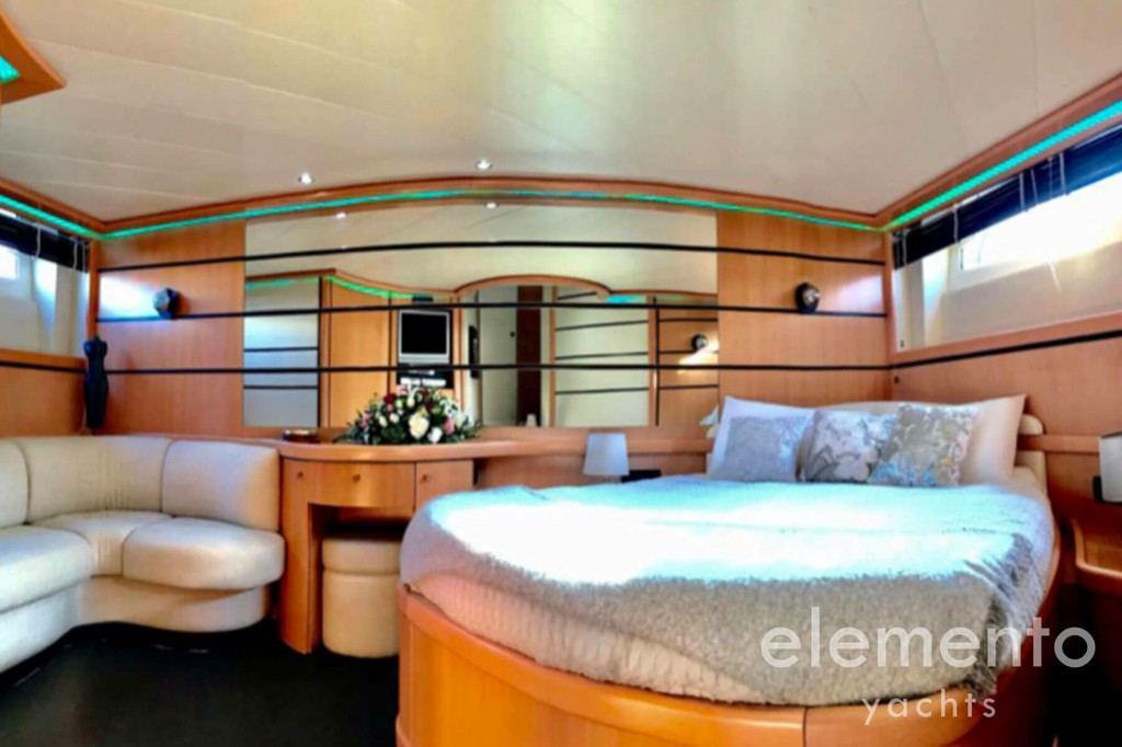 Yacht Charter in Majorca: Pershing 76 beautiful master suite with tv and bath.
