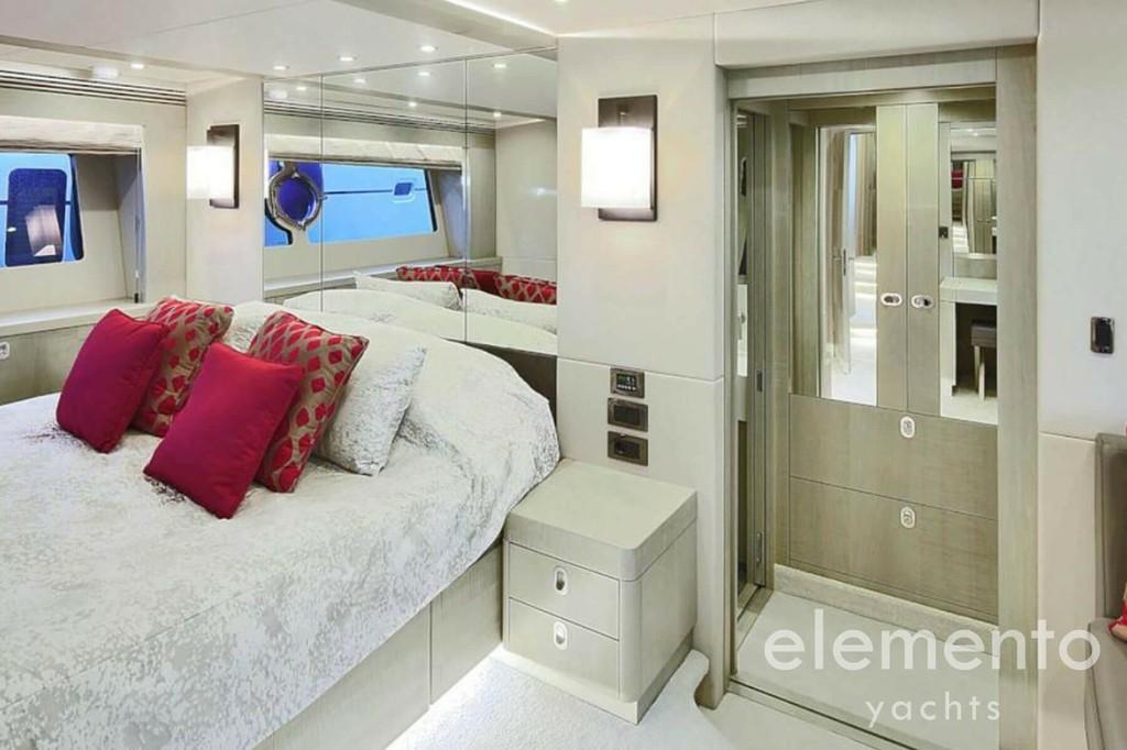 Yachtcharter auf Mallorca: Sunseeker 75 große Masterkabine.