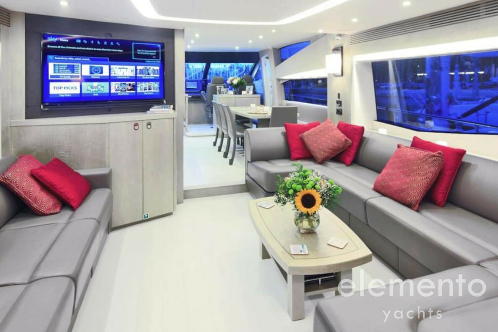 Yacht Charter in Majorca: Sunseeker 75 elegant salon with tv.