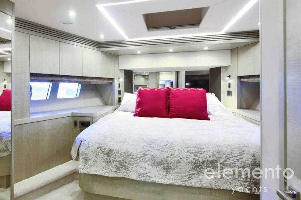 Yachtcharter auf Mallorca: Sunseeker 75 VIP Kabine.