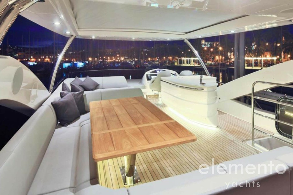 Yacht Charter in Majorca: Sunseeker 75 beautiful flybridge.
