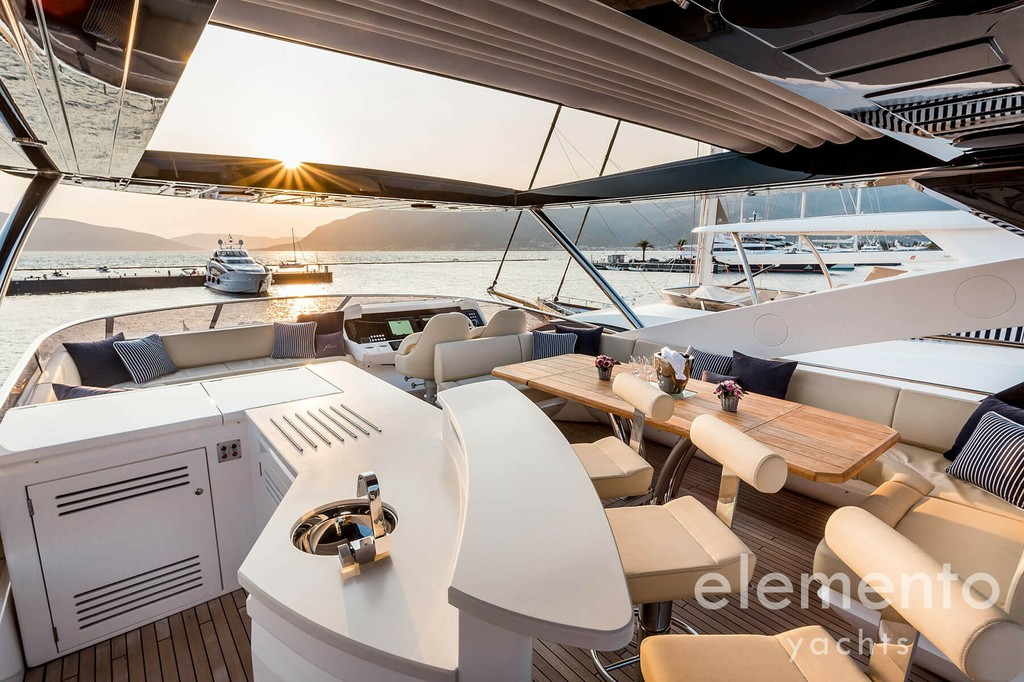 Yacht Charter in Majorca: Sunseeker 86 Yacht flybridge with bar and dining table.