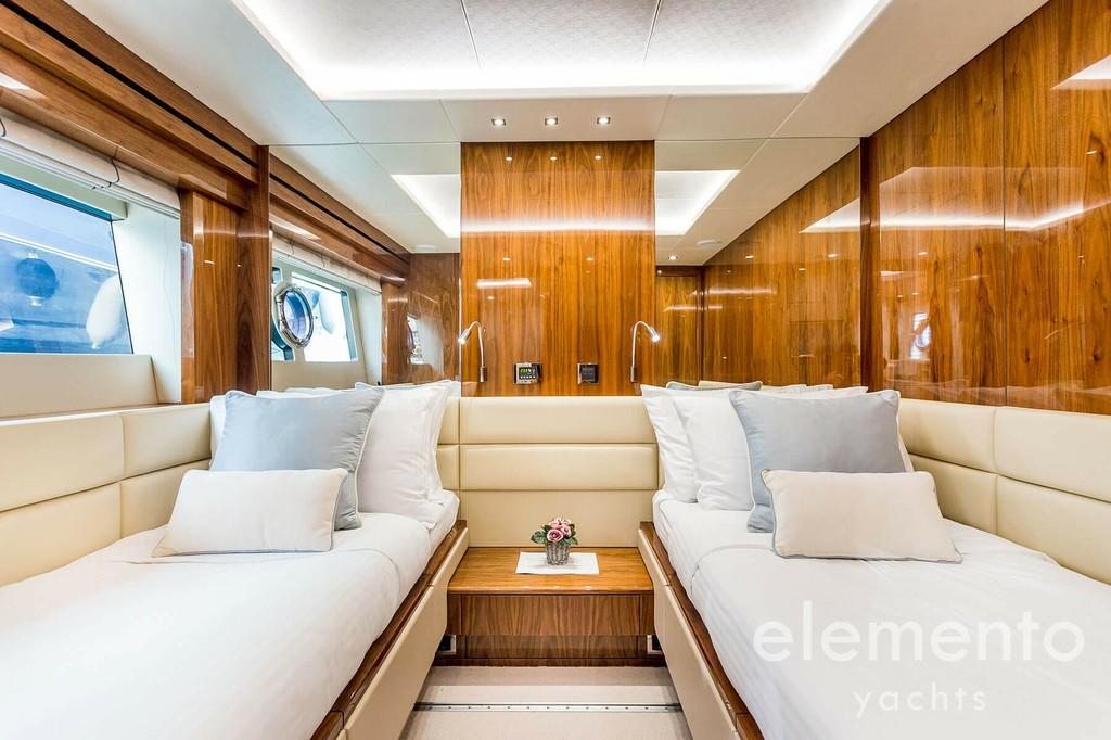 Yachtcharter auf Mallorca: Sunseeker 86 Yacht Doppelkabine.