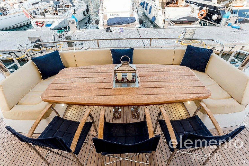 Yacht Charter in Majorca: Sunseeker 86 Yacht nice dining table aft deck.
