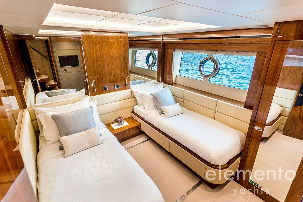 Yachtcharter auf Mallorca: Sunseeker 86 Yacht edle Doppelkabine.