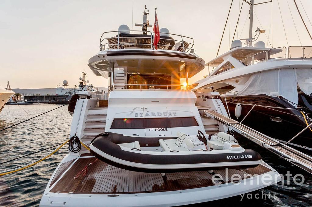 Yachtcharter auf Mallorca: Sunseeker 86 Yacht Badeplattform und Beiboot.