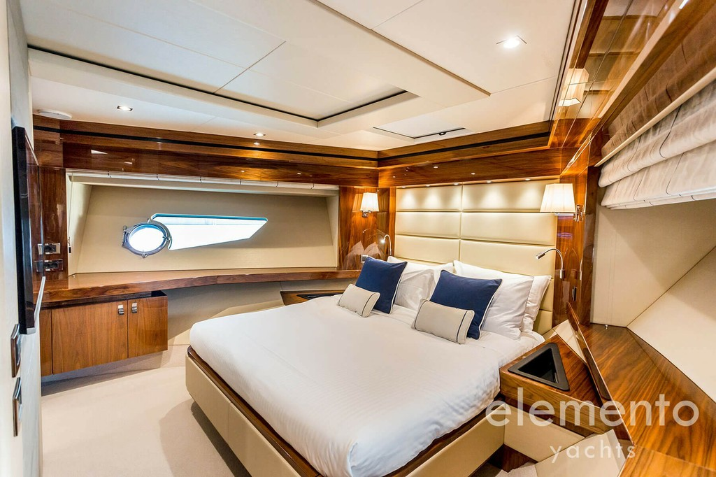 Yachtcharter auf Mallorca: Sunseeker 86 Yacht VIP Kabine.