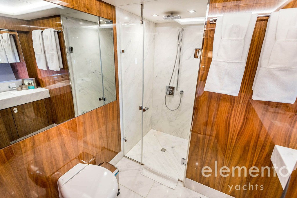 Yacht Charter in Majorca: Sunseeker 86 Yacht shower.