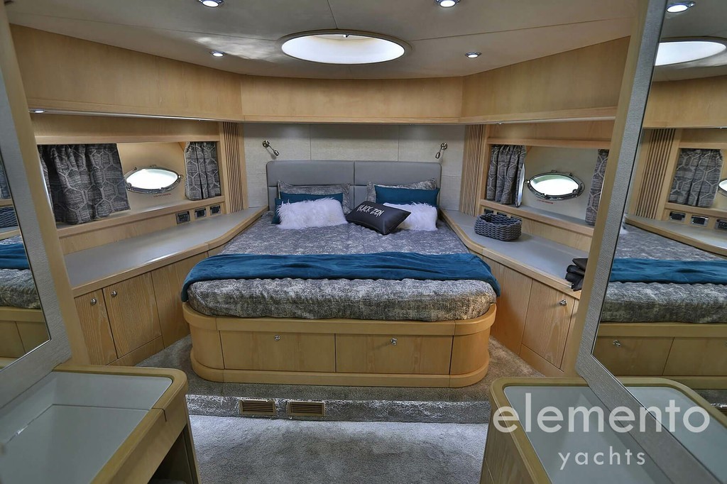 Yacht Charter in Majorca: Sunseeker Predator 82 beautiful VIP cabin.