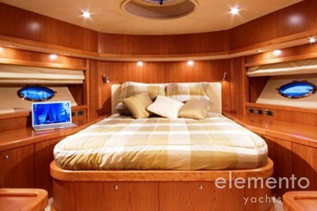 Yachtcharter auf Mallorca: Sunseeker Predator 82 schöne VIP Kabine.