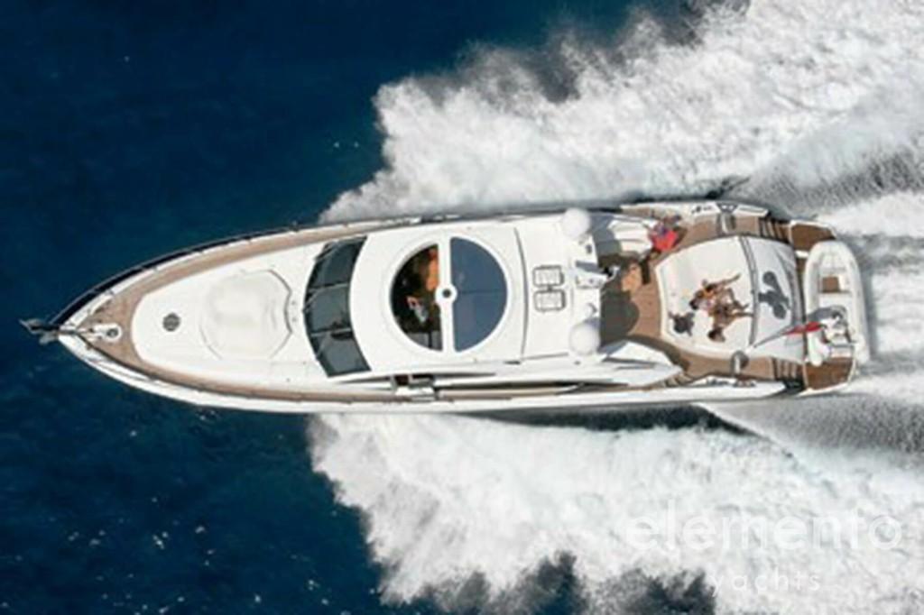 Yachtcharter auf Mallorca: Sunseeker Predator 82 in Fahrt.