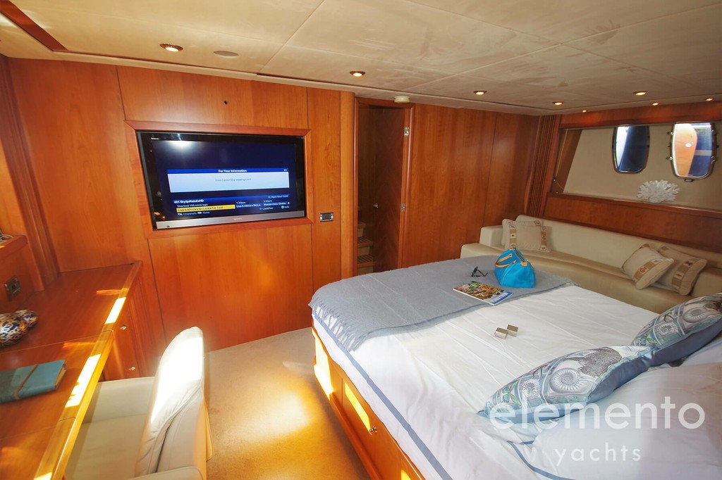 Yacht Charter in Majorca: Sunseeker Predator 82 luxurious master cabin with tv.