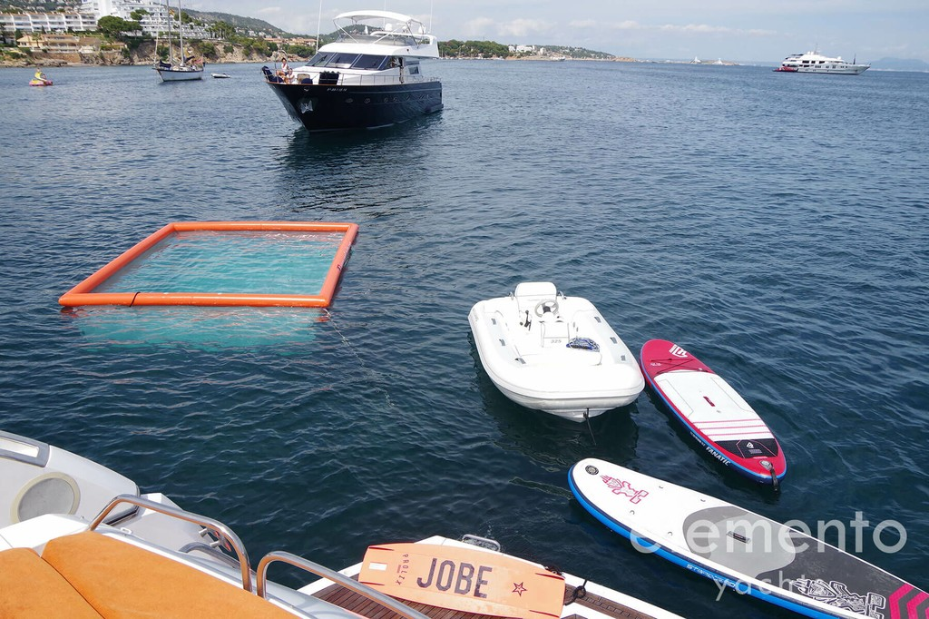 Yachtcharter auf Mallorca: Sunseeker Predator 82 water toys.